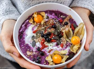 Rezept Blaubeer-Porridge mit Hanfsamen und Physalis