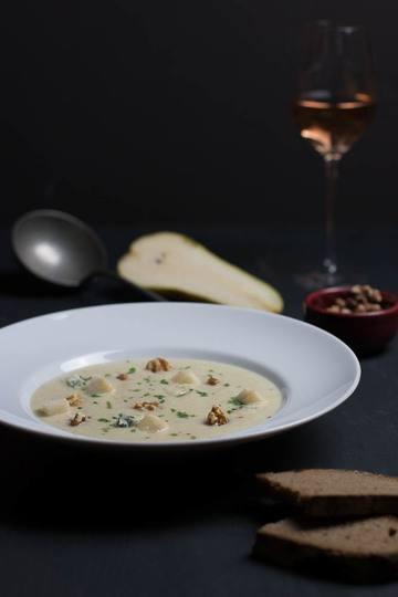Rezept Blumenkohl-Birnen Suppe mit Gorgonzola und Walnuss