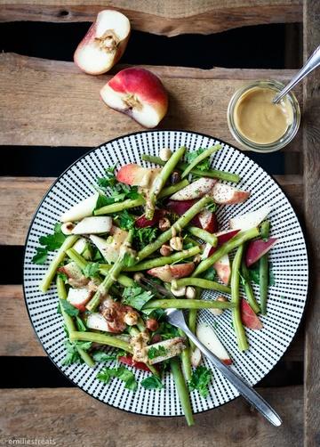 Rezept Bohnen-Salat mit Pfirsich, gerösteten Haselnüssen und Tahini-Dressing