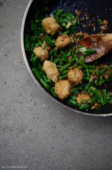 Rezept Bohnengnocchi mit Sardellenvinaigrette, Haselnüssen und grünen Bohnen