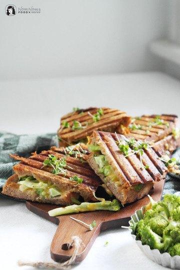 Rezept Brokkoli Grilled Cheese Sandwich mit extra viel Cheddar und Gouda Käse
