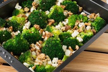 Rezept Brokkoli mit Feta und Walnüssen