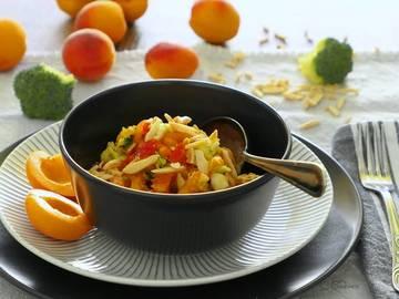 Rezept Brokkolisalat mit Aprikosen und gerösteten Mandeln