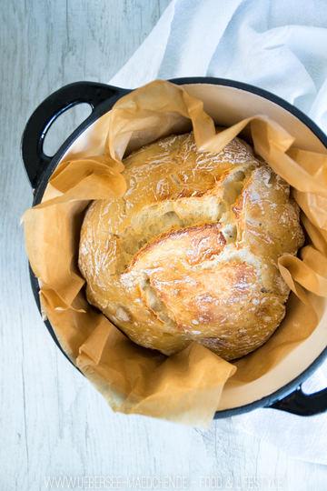 Rezept Brot ohne Kneten aus dem Gusstopf