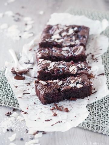 Rezept Brownie-Tarte mit Kirschen und Kokos
