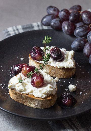 Rezept Bruschetta mit Ricotta und Weintrauben