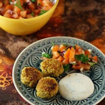 Rezept Bulgurfrikadellen mit Minzdip und Tomatensalat