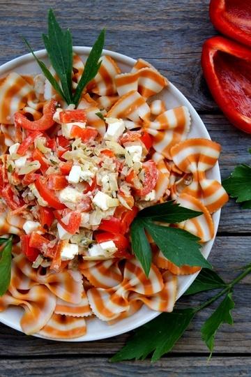 Rezept Bunte Farfalle mit Paprika-Hüttenkäse-Sauce