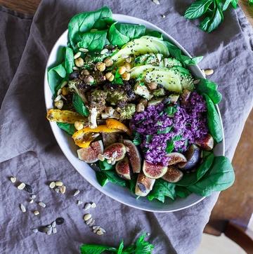 Rezept Bunte Herbstbowl mit violettem Blumenkohl Couscous