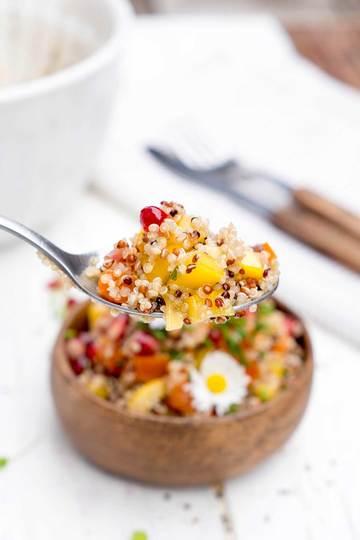 Rezept Bunter Quinoa Salat mit Granatapfel