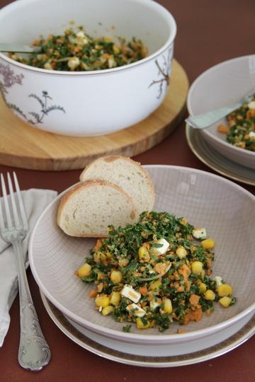 Rezept Bunter Salat mit Grünkohl, Mais, Karotten und Feta