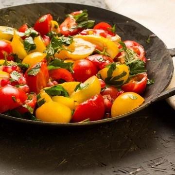 Rezept Bunter Tomatensalat mit gerösteten Zitronen
