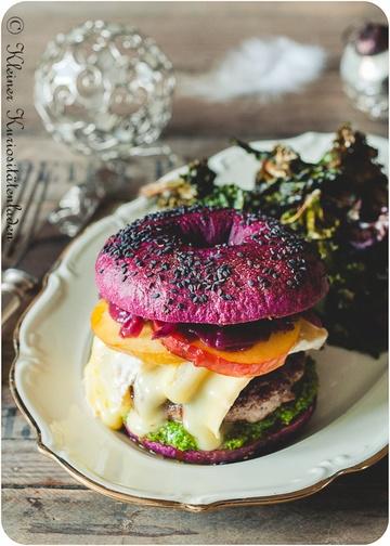 Rezept Burger mit Ente, Grünkohlpesto und Cumberlandzwiebeln