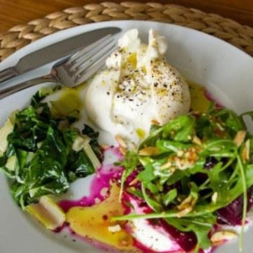 Rezept Burrata mit Zitronenmangold und Rote Beete Salat