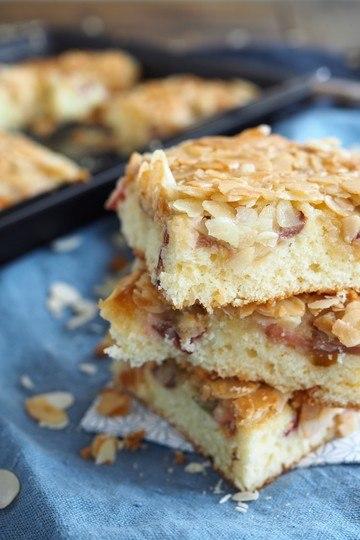 Rezept Butterkuchen mit Rhabarber und Mandelkruste