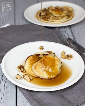 Rezept Buttermilch-Pancakes mit Ahornsirup und Walnüssen