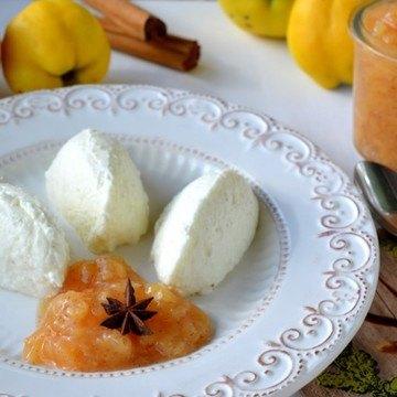 Rezept Buttermilch-Vanille-Mousse mit Quitten-Gewürz-Kompott