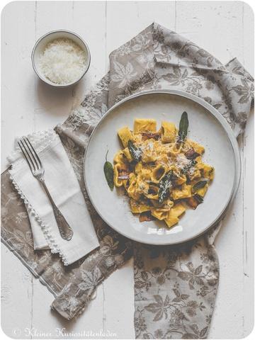Rezept Calamarata mit cremiger Kürbis-Salbeisauce