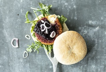 Rezept Camembert Burger mit Blaubeer-Ketchup