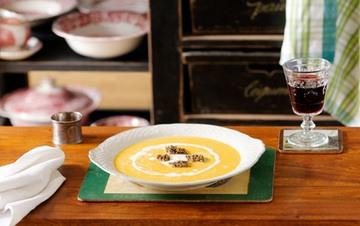 Rezept Champagner Kürbissuppe mit Hasenfilet in Sesamkruste