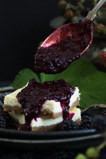 Rezept Cheesecake-Schnitten mit Brombeer-Kompott