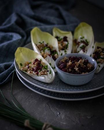 Rezept Chicorée-Schiffchen mit Frischkäse, Cranberries & Walnüssen