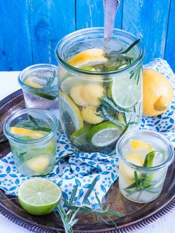 Rezept Citrus - Mango Spritz mit Rosmarin.