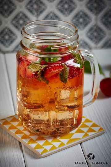 Rezept Cocktail mit Erdbeer-Rhabarber-Wodka