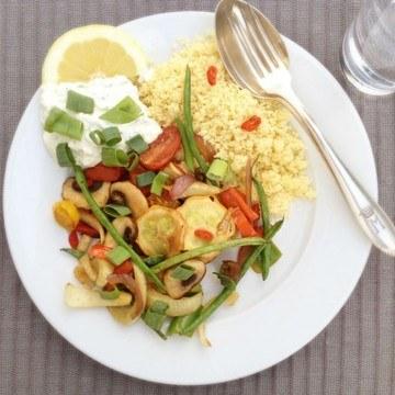 Rezept Couscous an Sommergemüse und Joghurt-Zitrone-Dip