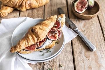 Rezept Croissants mit Camembert-Creme und Feigen