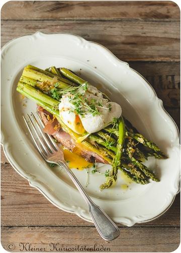 Rezept Crostini mit grünem Backofenspargel und pochiertem Ei