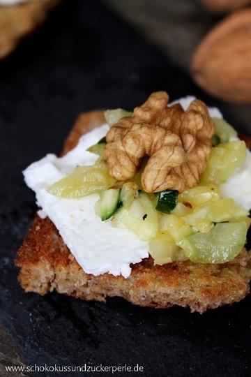 Rezept Crostinis mit Ziegenkäse, Zucchini und Walnuss