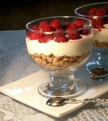 Rezept Crumble - Frischkäse - Dessert mit Himbeeren