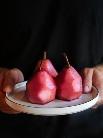 Rezept Die perfekte Beilage für Fleisch – eingelegte Rotweinbirnen
