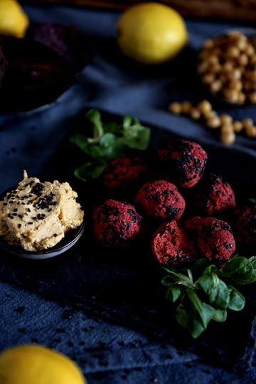 Rezept Die Powerrübe: Rote Bete Falafel mit Dip