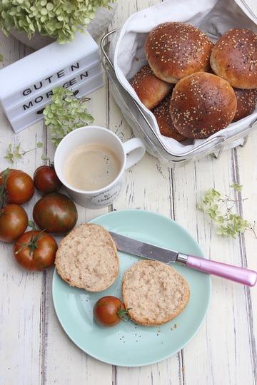 Rezept Dinkelbrötchen mit Joghurt und Mohn-Sesam | Schnell & Einfach