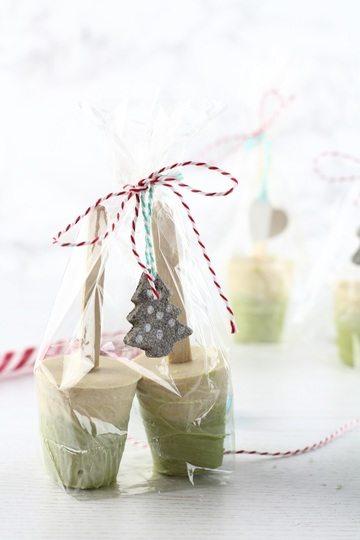 Rezept DIY Trinkschokolade am Stiel: Weiße Schokolade mit Matcha und Zimt