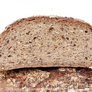 Rezept Dunkles Weizenmischbrot mit Sojaschrot, Körnern, Mais und Hafer