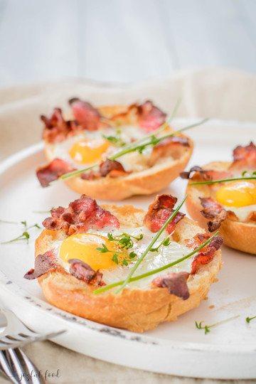 Rezept Eier und Speck Semmeln knusprig überbacken