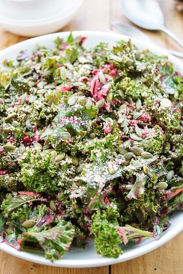 Rezept Ein einfacher Grünkohlsalat mit Zitronen-Tahin-Dressing