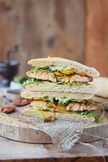 Rezept Ein Sandwich für Genießer: Knusperlachs, Pesto und Ofenkürbis