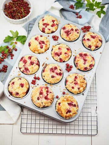 Rezept Einfache und saftige Johannisbeer-Joghurt-Muffins mit Streuseln