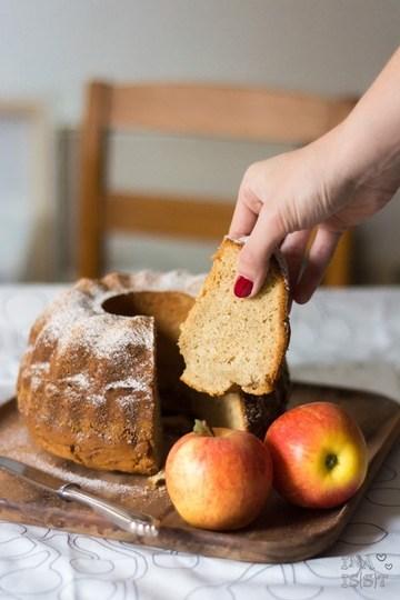 Rezept Einfacher Apfel-Gugelhupf mit Vanille und Zimt