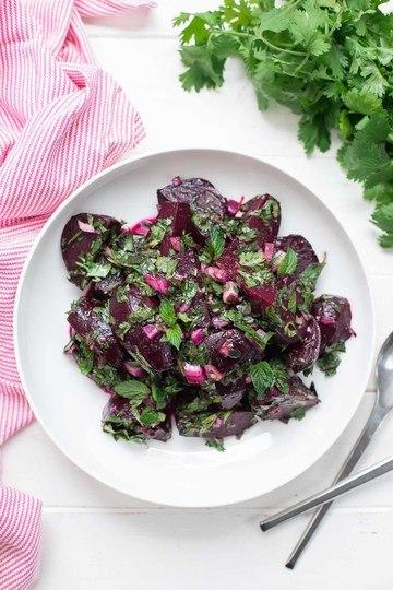 Rezept Einfacher Rote Bete Salat mit frischen Kräutern