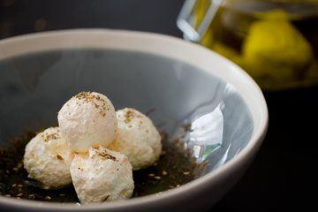 Rezept Eingelegte Frischkäsekugeln aus Labneh