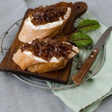 Rezept eingemachtes Relish von karamellisierten roten Zwiebeln