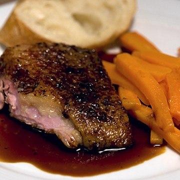 Rezept Ente mit Essigkaramelsauce und Chili-Ingwer-Karotten