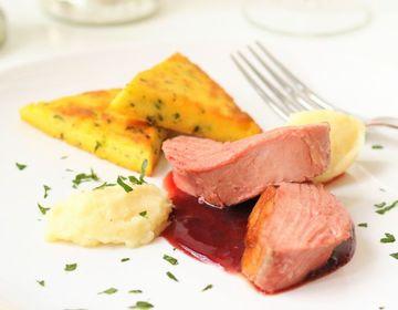 Rezept Ente Sous Vide, Pastinakenpüree, Polenta-Ecken & Portweinsoße