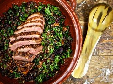 Rezept Entenbrust auf Grünkohl-Quinoa-Salat mit Cranberries und Pekannüssen