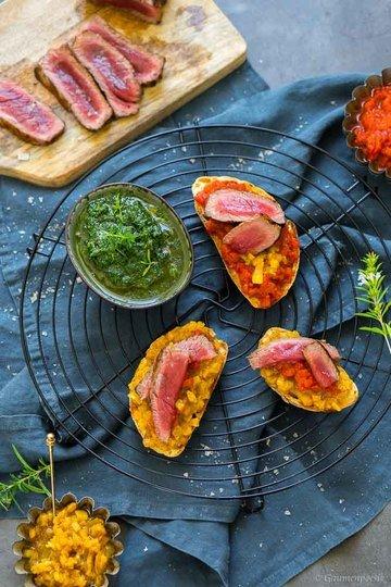 Rezept Entrecôte mit Paprika-Crostini und Petersiliensauce